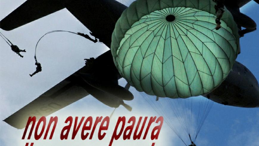 Presentazione del 82° corso di paracadutismo sotto controllo militare